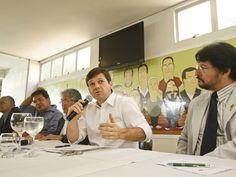 """Candidatos trocam acusações durante debate - Mendonça Filho e Geraldo Julio participaram do """"Ciclo Recife Debate"""" na manhã desta segunda (23)"""