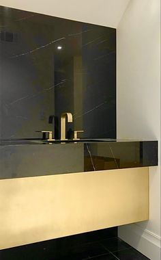 #custom #custommetaltablebases #marble #granite #granitecountertops #granitesink #sink #sinkideas #sinkfaucets #brassdecor #metal #interiordesignideas #interiordesigner #bathroomideas #bathroomdesignideas #bathroom