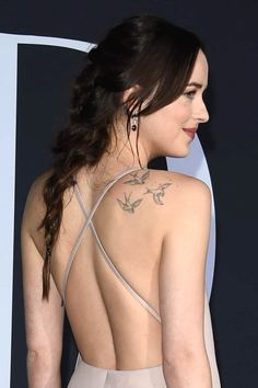 There are few girls out there as sexy and fun as Dakota Johnson. These Dakota Johnson pics were taken from several different sources, including a variety Dakota Johnson Tattoos, Dakota Johnson Hair, Dakota Johnson Style, Dakota Mayi Johnson, Dakota Style, Mini Tattoos, Body Art Tattoos, Small Tattoos, Tatoos