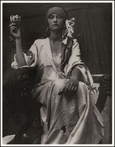 Alphonse Mucha, world renowned for his Art Nouveau graphics, used photographs of models for much of his reference material. But sometimes the photographs themselves were beautiful and had that Mucha look about them—such as this inspirational 1919 image he Alphonse Mucha, Gypsy Life, Gypsy Soul, Boho Gypsy, Bohemian Style, Hippie Style, Art Nouveau Pintura, Gypsy Women, Gypsy Girls