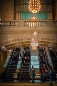 We've got Grand Central NYC for our engagement session. Photography by Jan Freire from Wedding Meets Fashion by Freire Photography