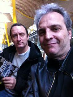 En el aeropuerto hacia Barcelona. Esta tarde firma y conciertillo en la Fnac de Las Arenas. Allí os veo! Besos.