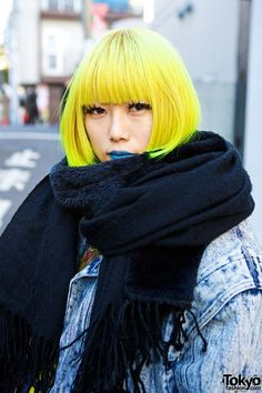 Yellow Hair, Blue Lips, Acid Wash & Ripped Stockings in Harajuku - Tiki Nelson Yellow Hair, Blue Lips, Acid Wa Neon Hair Color, Yellow Hair Color, Blue Hair, Hair Colours, Japanese Street Fashion, Tokyo Fashion, Harajuku Fashion, Japanese Streets, Asian Fashion