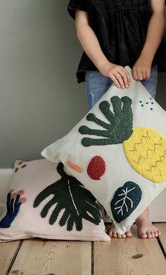 Pineapple pillow and palm leaf pillow from Handmade Pillows, Diy Pillows, Cushions, Accent Pillows, Throw Pillows, Knit Rug, Punch Needle Patterns, Latch Hook Rugs, Modern Pillows