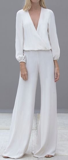 Flowy jumpsuit This is really chic. Look Fashion, White Fashion, Womens Fashion, Fall Fashion, Mode Style, Style Me, Casual Chic, Casual Wear, Casual Elegance