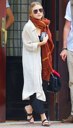 Mary-Kate Olsen Photos - Actress Mary-Kate Olsen leaves the Greenwich Hotel in Tribeca. - Mary-Kate Olsen Leaving The Greenwich Hotel In New York Ashley Mary Kate Olsen, Ashley Olsen Style, Olsen Twins Style, Full House, The Row, Olsen Fashion, Look Chic, Who What Wear, Casual Outfits