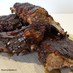 spareribs met appelstroopglacering Weber Bbq, Spare Ribs, Green Eggs, Barbecue, Slow Cooker, Pork, Cooking Recipes, Crickets, Pork Roulade