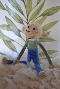 Onnen ommel: Ohje Diy Toys, Hobbies And Crafts, Tweety, Crochet Baby, Baby Gifts, Character, Amigurumi, Gifts For Baby, Gifts For Kids