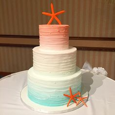 I #LOVE this ombré fade textured buttercream cake for our bride Amber's wedding cake this past weekend! Love the coral and Aqua color blend!! #hawaiiweddings #acakelife