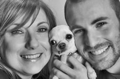 Chris Evans & his mom Lisa, with her dog Lily. I love their family smile, but really, the dog stole the picture :D