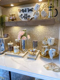 Coffee Station Kitchen, Coffee Bars In Kitchen, Coffee Bar Home, Nice Kitchen, Coffee Corner, Kitchen Design, Table Decor Living Room, Dining Room Bar, Glass Planter