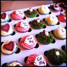 Amazingly alice in wonderland cupcakes.