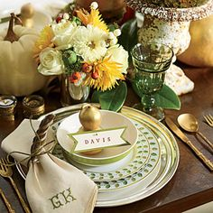 Down-to-Earth Combination | Vintage brass flatware, weathered urns, and leaf-patterned plates create an elegant, outdoorsy vibe.