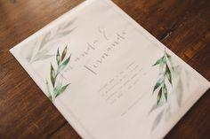 Convite para casamento no campo - ilustração em aquarela de folhagens - envelope de papel vegetal - nome dos noivos manuscritos ( Foto: Lucas Lima | Convite: Susana Fujita )