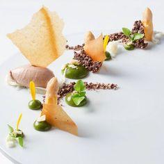 Foodstar Marian Diehl (@pattigizmo) shared a new picture via Foodstarz PLUS /// Guanaja Banana Asparagus  #guanaja #banana #asparagus #dessert #plating #foodart #foodstarz by foodstarz_official