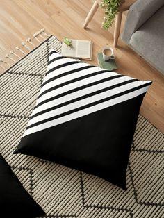 abstract black lines Bed Cover Design, Cushion Cover Designs, Sofa Design, Pillow Design, Cushion Covers, Floral Throw Pillows, Diy Pillows, Cushions On Sofa, Floor Pillows