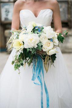 white and blue bouquet @weddingchicks