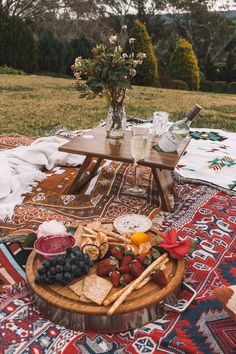 Picnic Date Food, Picnic Foods, Picnic Time, Picnic Parties, Picnic Recipes, Outdoor Parties, Night Picnic, Dinner Parties, Beach Picnic