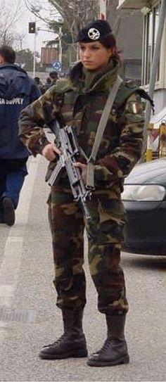 beautiful soldier, without uniform, female, soldier Idf Women, Military Women, Italian Women, Italian Army, Italian Girls, Modelos Fashion, Female Soldier, Army Soldier, Military Girl