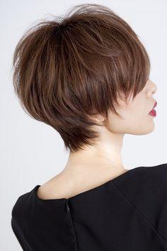 ショートヘアー Medium Short Hair, Short Hair With Layers, Short Hair Cuts For Women, Medium Hair Styles, Short Hair Styles, Modern Short Hairstyles, Tomboy Hairstyles, Vintage Hairstyles, Pretty Hairstyles