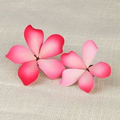 Plumeria, also known as Frangipani, symbolize new life, perfection and springtime. These gorgeous readymade by hand from gumpaste flowers are perfect for weddings, birthdays and other happy celebratio