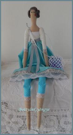 Tilda jellegű baba - Karola - Tilda doll Karola Textiles, Elsa, Harajuku, Disney Characters, Fictional Characters, Dolls, Disney Princess, Children, Design