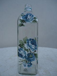 Garrafa flores azuis, decoupage com tecido sem estoque por encomenda