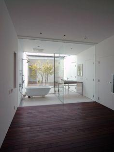 Ultra #modern #bathroom design. House_Sz, hitatinaka, 2009 by Teruo Miyahara.