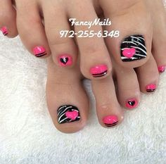 Zebra line inspired toenail art design. You can play along with zebra like zigzag lines and fun hearts to draw on this design. Use pink and white polish as your base coat and add elements on top such as cute hearts, zigzag lines and bold lines to complete the overall effect.