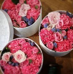 Nydelige blomsterbokser fra Herr Jørgensens hånd // Beautiful flowerboxes from the hands of Mr. Jorgensen, our florist!