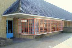 Nelly Bodenheimschool, Hilversum  architect: Willem Marinus Dudok Porch Canopy, Dutch Netherlands, Steel Windows, House With Porch, Holland, Amsterdam, Facade, Architecture Design, The Neighbourhood