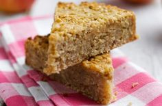 Enjoy our delicious Pink Lady® Apple Flapjack Recipe with a cup of tea & a chat. It's a classic sweet treat that everyone loves! Flapjack Recipe, Healthy Flapjack, Tray Bake Recipes, Baking Recipes, Cake Recipes, Apple Recipes, Sweet Recipes, Yummy Treats, Biscuits