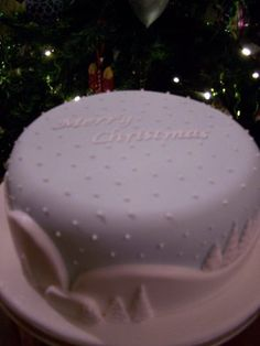Merry Christmas Cake by SueC Holiday Cakes, Christmas Cakes, Xmas Cakes, Christmas Goodies, Merry Christmas, Christmas Ideas, Mom Cake, Cake Baby, Christmas Cake Designs