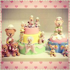 Biscuit: Bolo Ursinhas confeiteiras,ursinha confeiteira 35cm,bolo cupcake com ursinha confeiteira e as pequeninas para colocar no centro de prato de doces.peças para festas infantis e algumas para decoração de quartos