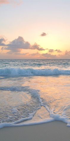 Top 10 Beaches to See in Gulf of Mexico Discover phenomenal sunsets over the clear waters of the Gulf of Mexico while enjoying all that Cancun has to offer! Visit Cancun on a JetBlue Getaways vacation (air + hotel). Best Beaches To Visit, Beach Aesthetic, Summer Aesthetic, Ocean Beach, Sunset Beach, Pastel Sunset, Nature Beach, Sunset Gif, Beach Sunsets