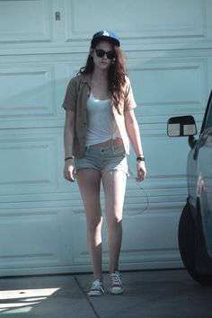 Kristen Stewart front of house-13.jpg (1200×1800)