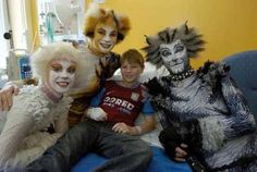 Patrick Turner, aged from Harborne, meets the Cats. Cats That Dont Shed, Jellicle Cats, Cat Sketch, Cats Musical, Cute Stories, Childrens Hospital, Cat Memes, Theatre, Fandom