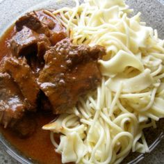 Ostropel din carne de vita Spaghetti, Beef, Chicken, Ethnic Recipes, Drinks, Food, Meat, Drinking, Beverages