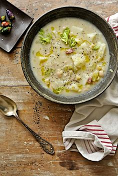 Leek Potato and Cannellini Bean Soup (Zuppa di Porri, Patate & Cannellini) Cheap Clean Eating, Clean Eating Snacks, Soup Recipes, Healthy Recipes, Recipies, Diet Recipes, Your Soul, Soup And Sandwich, Soup And Salad