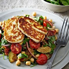 Roasted Tomato, Chickpea & Halloumi Salad - from Lakeland Best recipes Veggie Dishes, Veggie Recipes, Vegetarian Recipes, Cooking Recipes, Healthy Recipes, Hallumi Recipes, Recipies, Warm Salad Recipes, Dinner Recipes