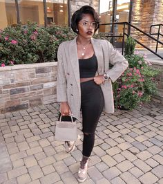This is a simple fit with a all black crop tank and jeans with knee slit under a gorgeous GoodWill Blazer. Just add boots of your choice. Black Women Fashion, Look Fashion, Autumn Fashion, Fashion Outfits, Womens Fashion, Black Fashion Bloggers, Workwear Fashion, Indie Outfits, Petite Fashion