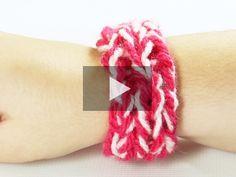 ¿Conoces el 'finger knitting'? Es una técnica para tejer con los dedos y con ella nos podemos hacer muchísimas prendas y accesorios. No te pierdas este vídeo