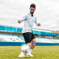 Isco Best Football Players, Soccer Players, Isco Alarcon, International Soccer, Soccer Stars, Ronaldo, Real Madrid, My Idol, Street Photography