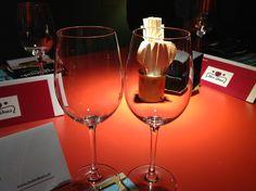 Las copas preparadas para muchos brindis