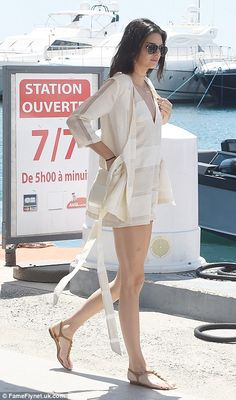 Kendall Jenner hops on a jet ski as she joins mum Kris at Cannes - Today Pin Kris Jenner, Kendall Jenner Photos, Kendall Jenner Outfits, Jet Ski, Mode Streetwear, Streetwear Fashion, Le Style Du Jenner, Cannes, White Playsuit