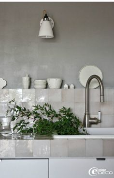 mother of pearl tile backsplash is a different and chic idea for any kitchen Decor, Kitchen Interior, Kitchen Inspirations, Grey Kitchens, Cool Kitchens, Interior, Kitchen Tile, Kitchen Dining Room, Kitchen Tiles