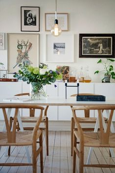 Wood Armchair Natural Simple, warm Scandinavian dining room design, with perfect replica wishbone chairs in natural color.Simple, warm Scandinavian dining room design, with perfect replica wishbone chairs in natural color. Dining Room Design, Dining Area, Kitchen Dining, Design Living, Dining Room Wall Art, Kitchen Nook, Dining Sets, Kitchen Chairs, Room Art