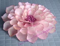 Another flower made from wafer paper. Have I told you how lovely wafer paper is for making thin petals? This time I hand painted the . Wafer Paper Flowers, Paper Dahlia, Wafer Paper Cake, Gum Paste Flowers, Fondant Flowers, Sugar Flowers, Paper Roses, Cake Flowers, Dahlia Flower