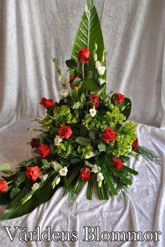 Sorgdekoration, sorgbukett, handbukett, gravdekoration. Världens Blommor i Landskrona Vi levererar till Ven också 0418651159 www.varldensblommor.se Blomsterbud