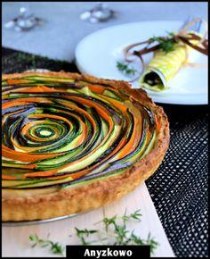 Anyżkowo: Tarta z cukinią i bakłażanem            (I don't understand a word of the recipe but it's the most beautiful vegetable tart ever.)